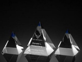 3D Laser Crystal pyramid with custom logo laser engraving