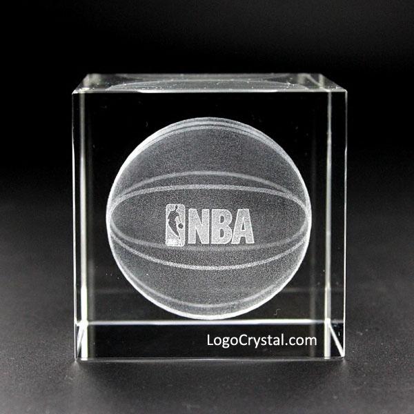 70 mm (2,75 Zoll) Kristallwürfel mit benutzerdefiniertem NBA-Logo Laser innen geätzt