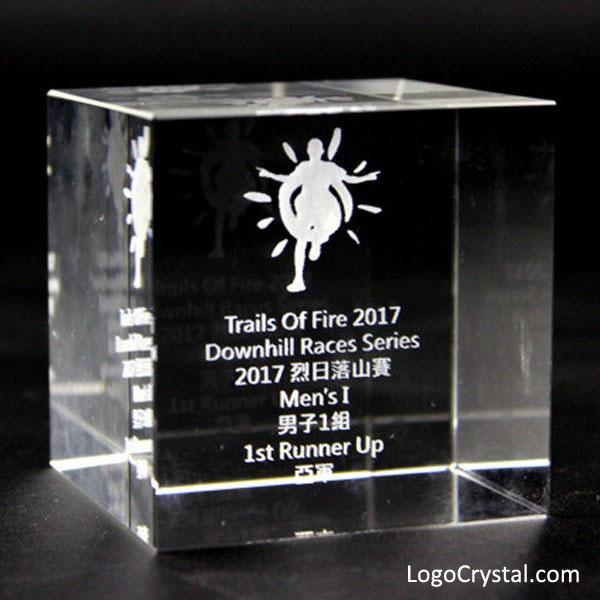 Cubo de cristal grabado con láser 3D de 60 mm (2,35 pulgadas) con logotipo corporativo y grabado de texto