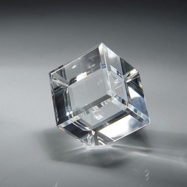 Cubo de diamante biselado de cristal óptico, cubo de cristal K9 con ángulo de corte, cubo de vidrio óptico cortando una esquina
