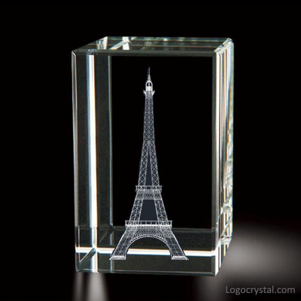 Bloc de cristal laser 3D avec gravure laser à l'intérieur de la tour Eiffel de Paris, souvenirs de la tour Eiffel en verre laser 3D, cadeau de la tour Eiffel en cristal 3D gravure au laser.