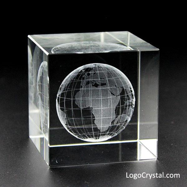 Cube en cristal de 50 mm (2 pouces) avec laser 3D World Globe gravé à l'intérieur