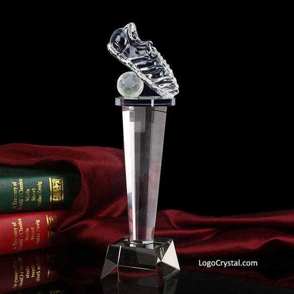 Coupe du trophée de botte de football en cristal doré gravé nom pour événement sportif