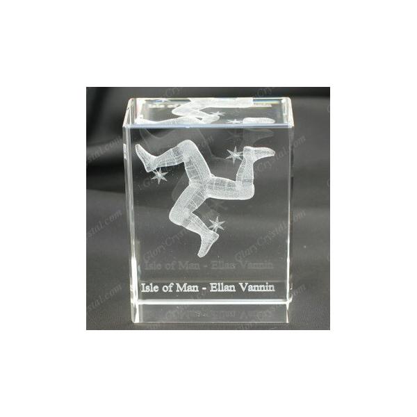 Cube en cristal gravé au laser 3D avec la conception de l'île de Man, cube en cristal gravé au laser à trois jambes, souvenirs de l'île Mann