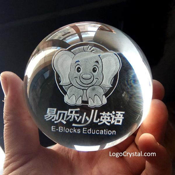 """Sfera di cristallo da 60 mm (2.35 """") con grafica 3D personalizzata e testo inciso al laser"""