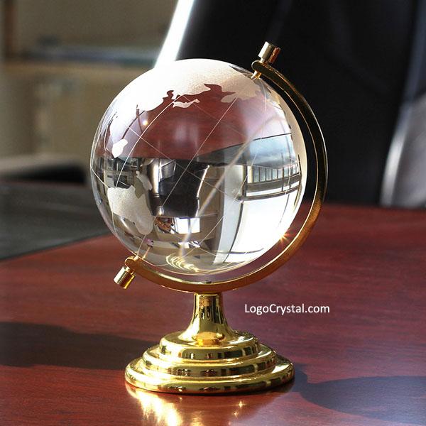 L'oro del metallo del basamento 80 millimetri (3,15 pollici) Globo di cristallo con mappa del mondo di design Laser Acquaforte, Custom Design è disponibile.