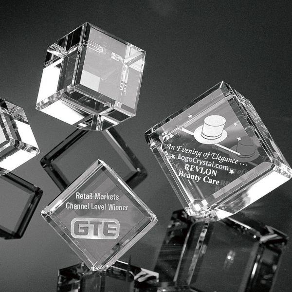企業ロゴの刻印入り80MM(3インチ)面取りクリスタルキューブ